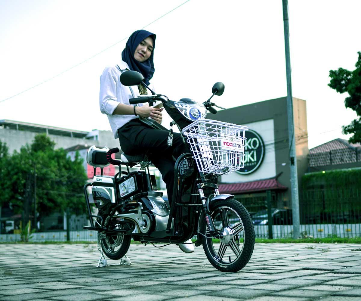 Sepeda Listrik Akasia Hitam